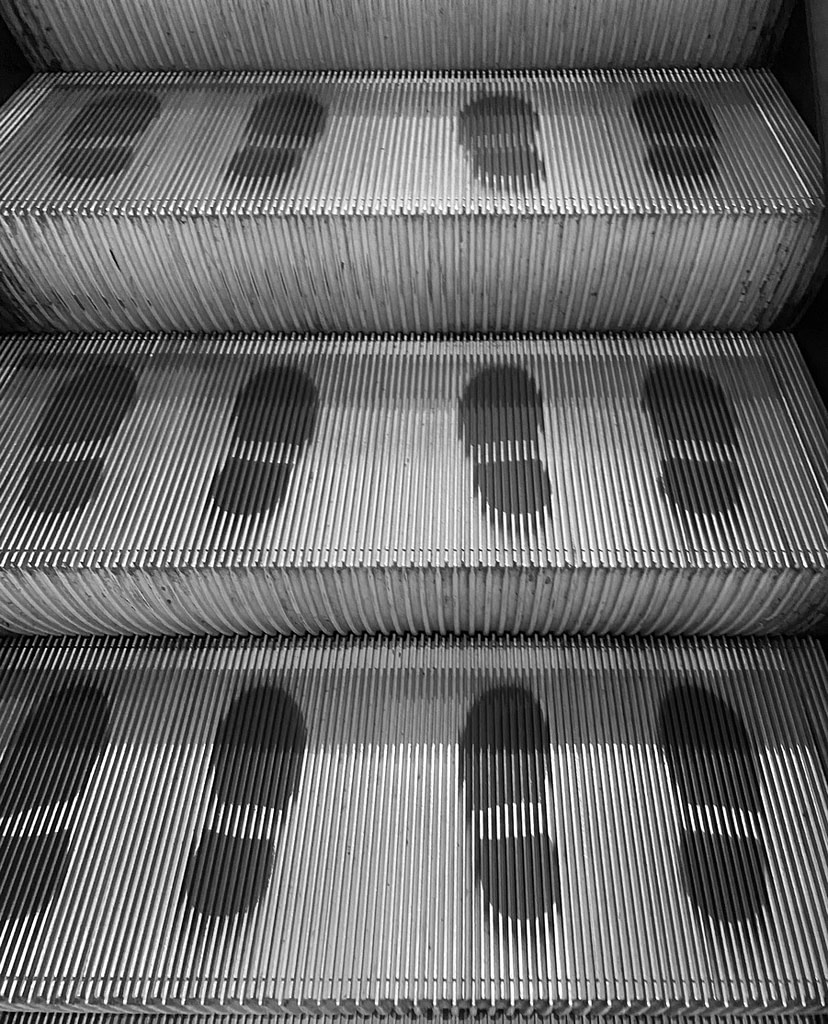 Footprints advising where to stand on the escalator
